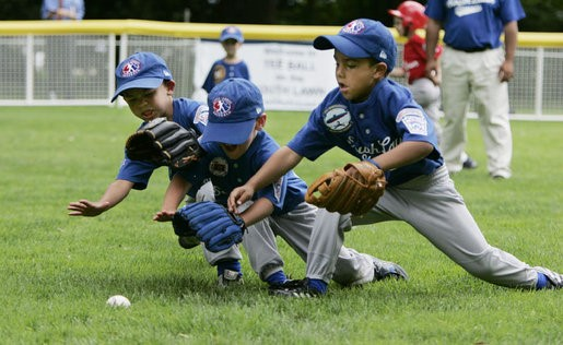Baseball glove for 3 to 12 years old